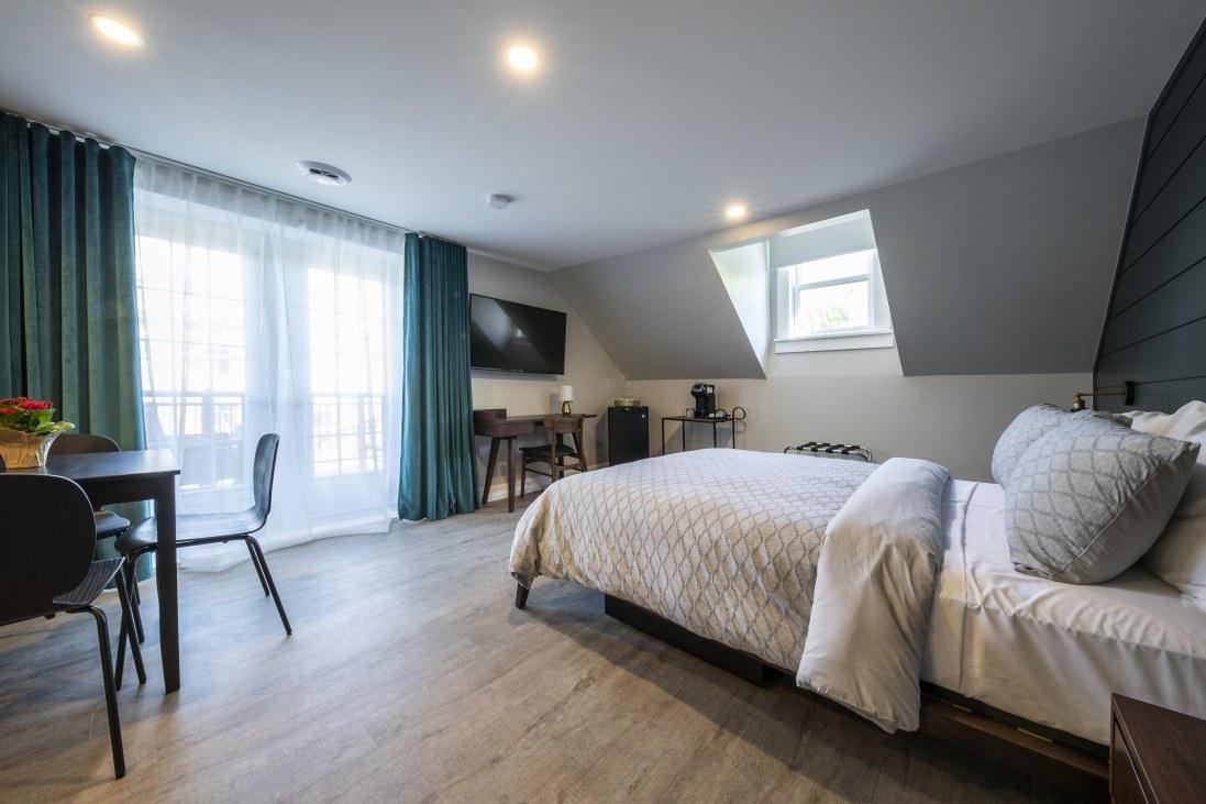 hotel-proche-aéroport-sherbrooke-chambre-supérieure-balcon-privé