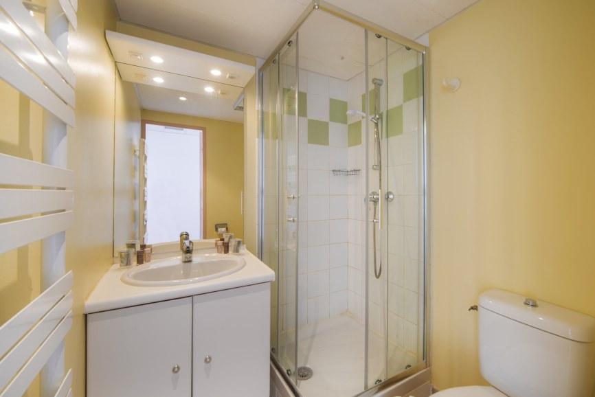 toilettes chambres standard le lavandou