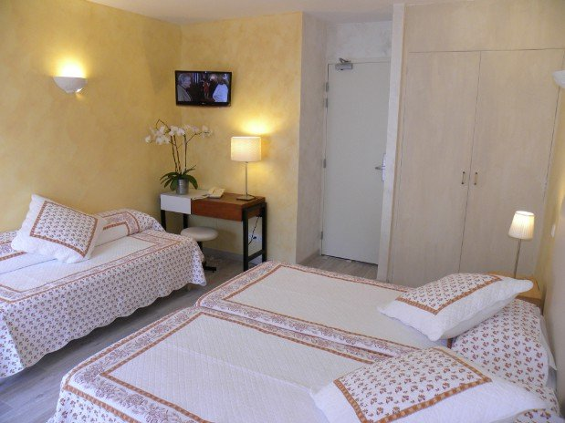 triple room village side with 3 beds