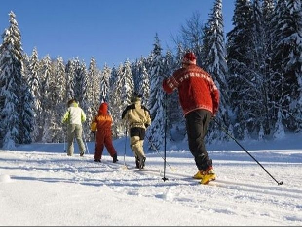 gite-de-groupe-jura-marlaya-neige-foret-ski-