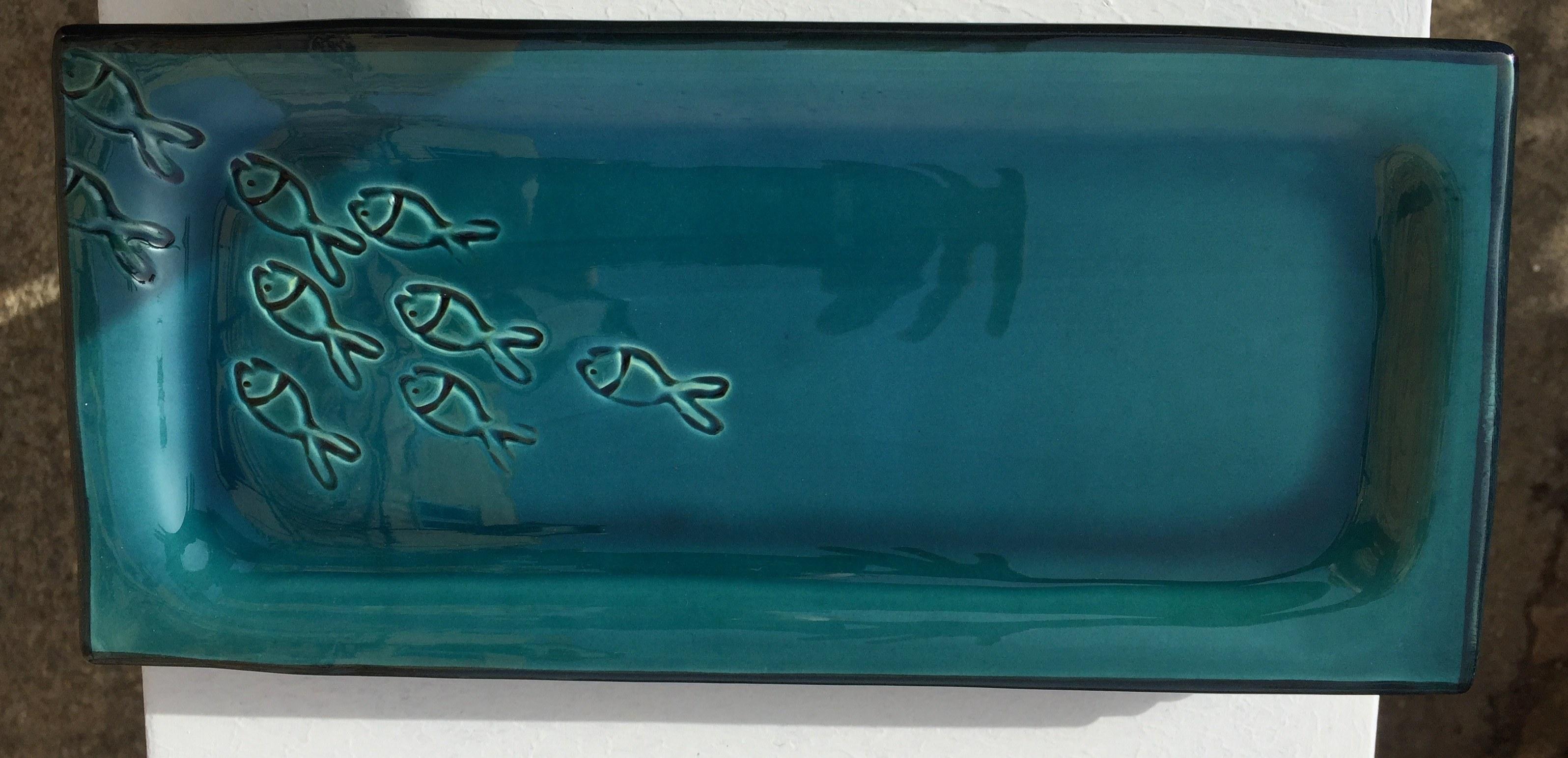 plat à cake faïence bleu décor poissons