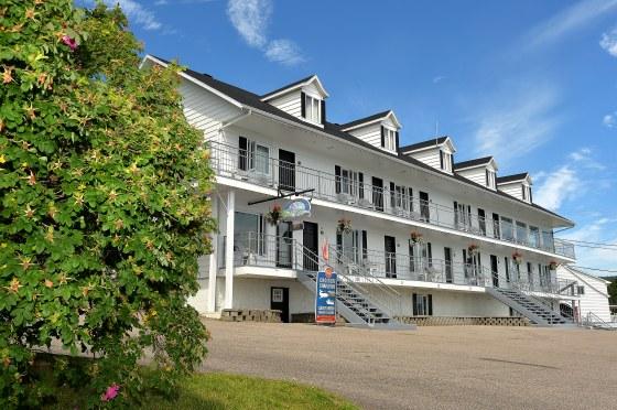 motel-st-simeon-charlevoix--vue-devanture