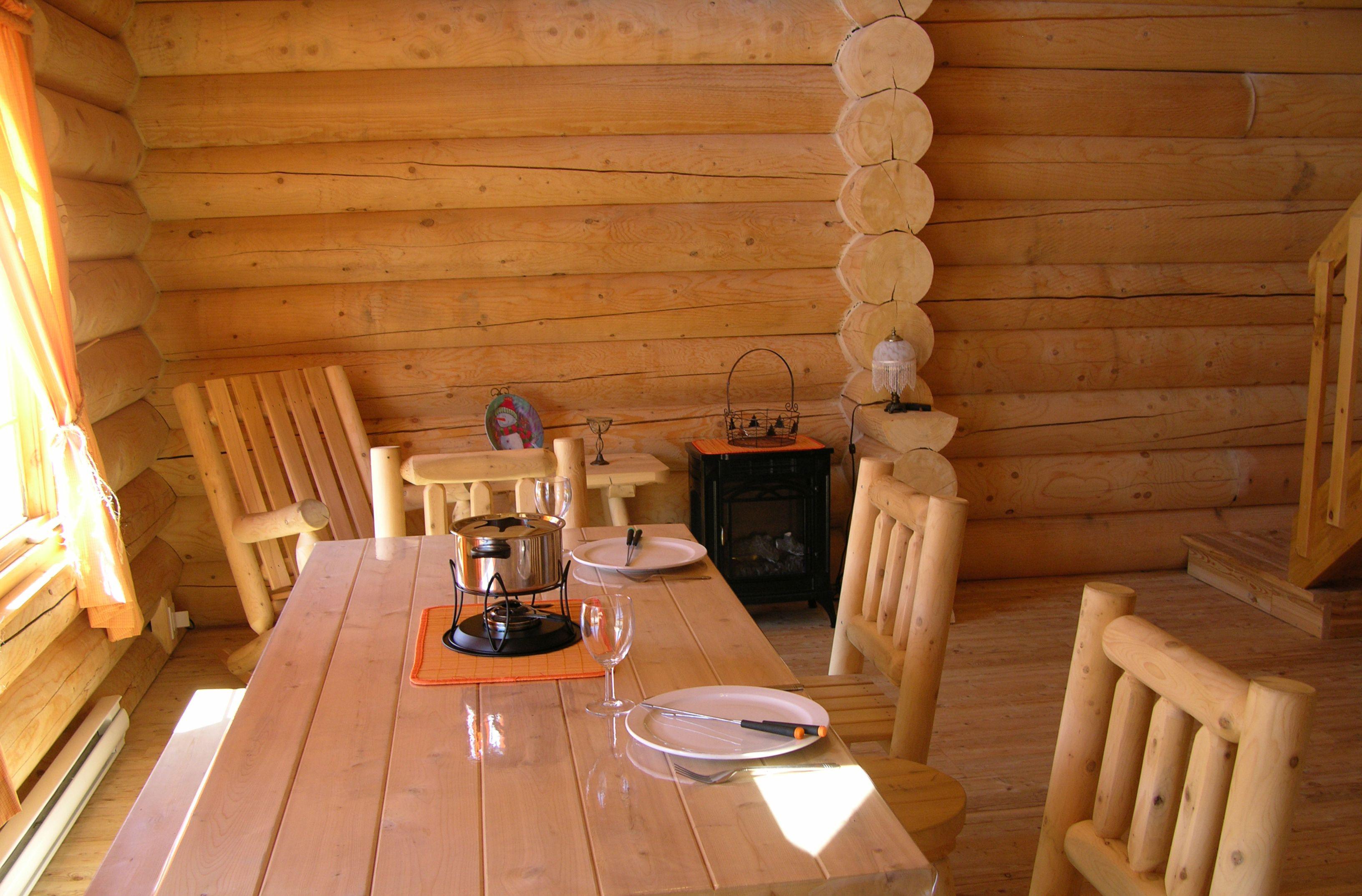 chalet-monts-valin-bois-rond-salle-à-manger