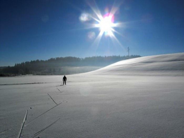 gite-de-groupe-jura-marlaya-neige+paysage-soleil