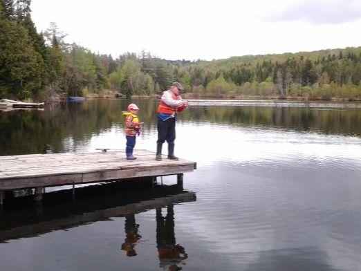 Pourvoirie-chaudiere-appalaches-chalet-à-louer-pêche-avec-grand-papa