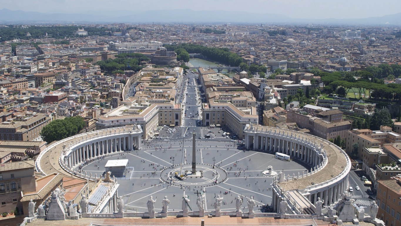 Piazza San Pietro Roma Mary's Place
