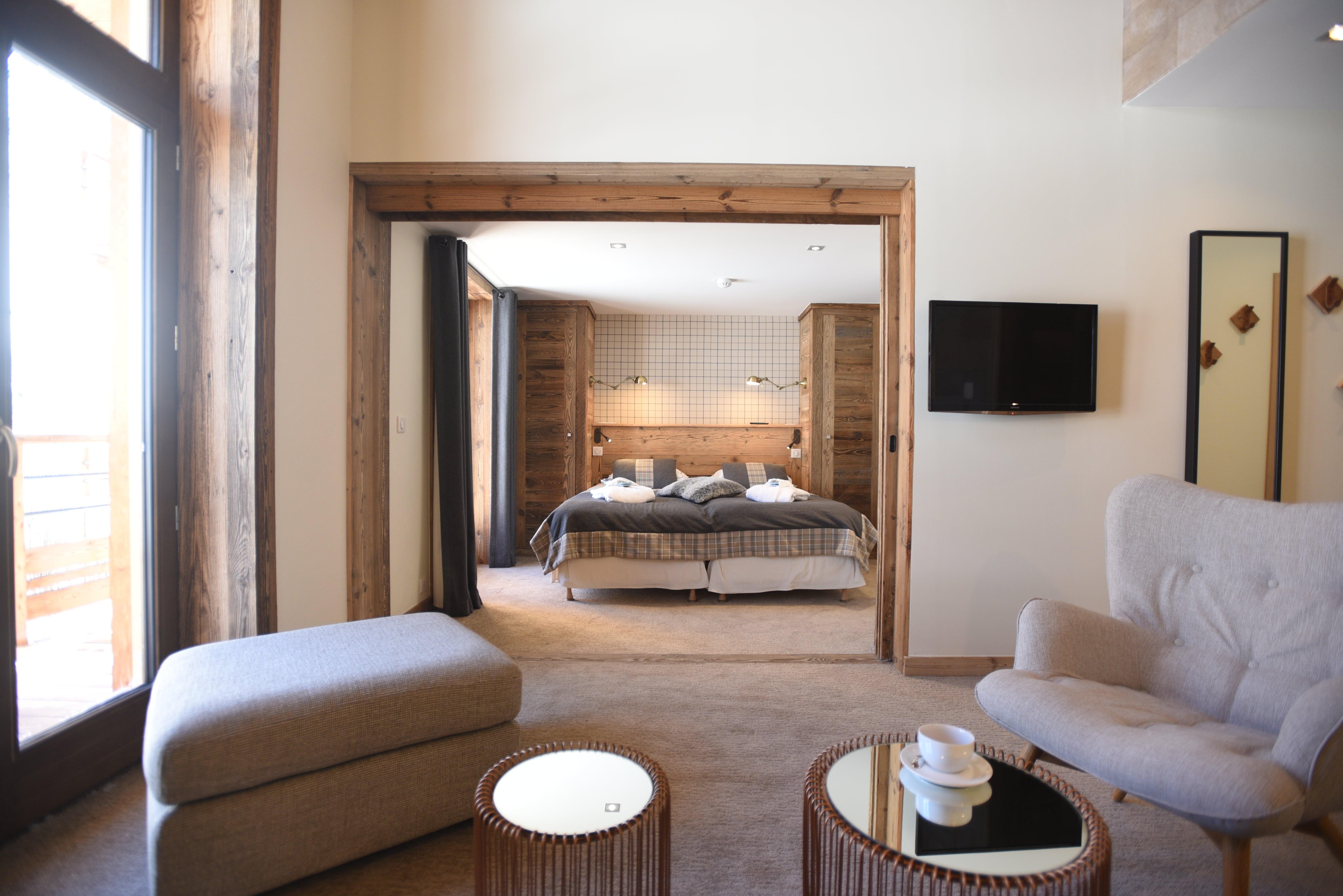 hotel-bas-des-pistes-val-isere-plan-suite-junior-chambre-parentale-salon