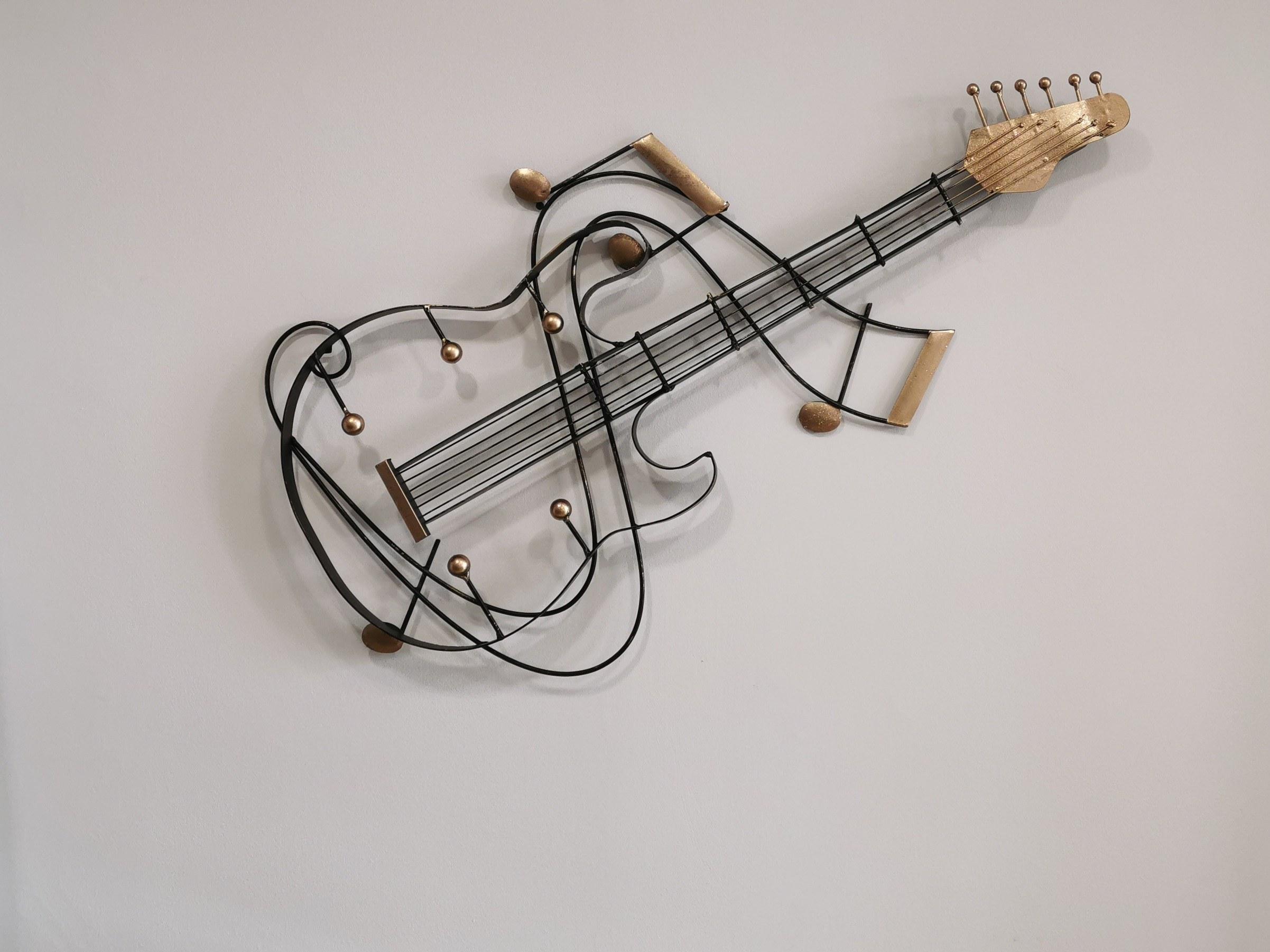 guitare-métal-noir-et-or