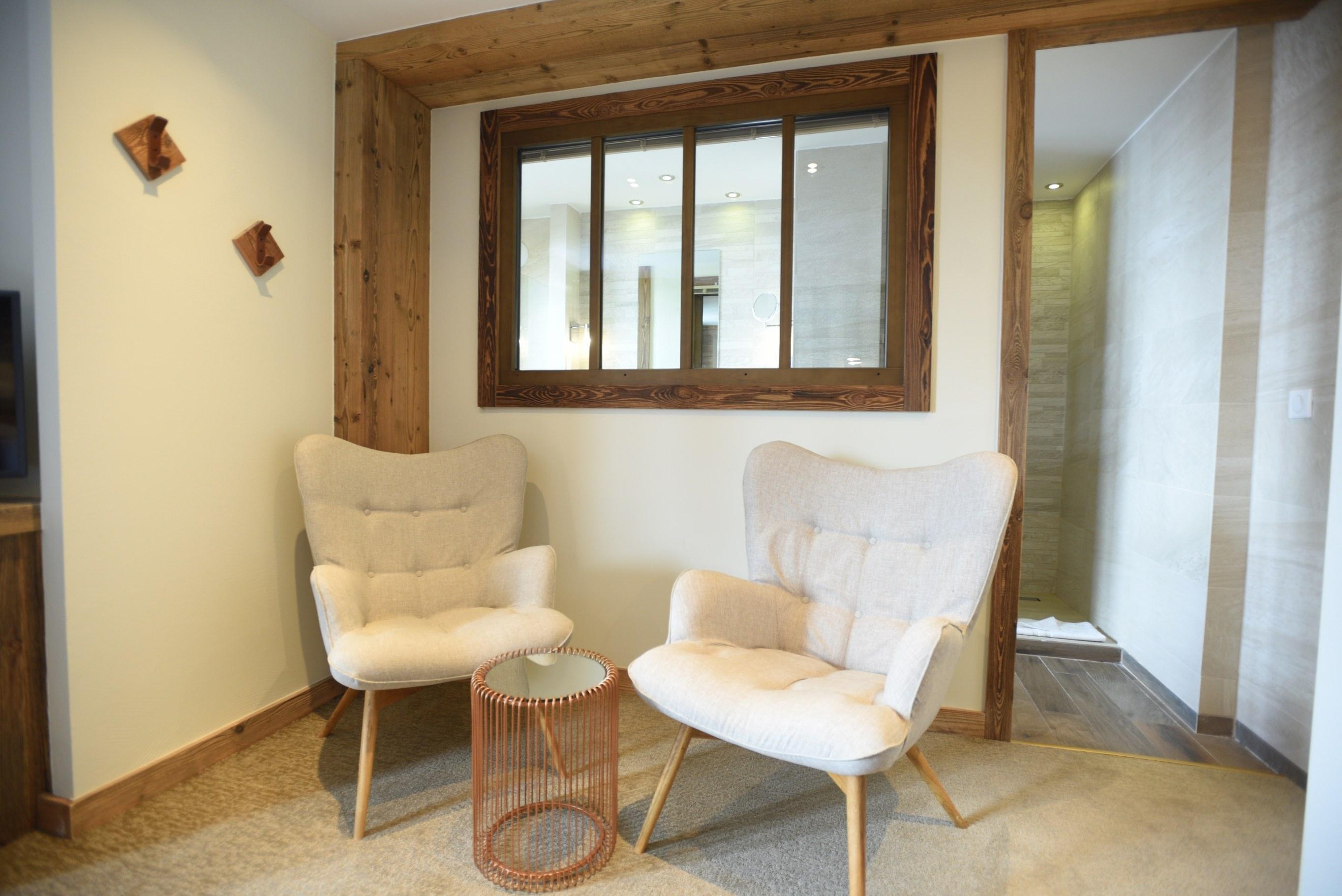hotel-4-étoiles-val-isere-chambre-confort-salon