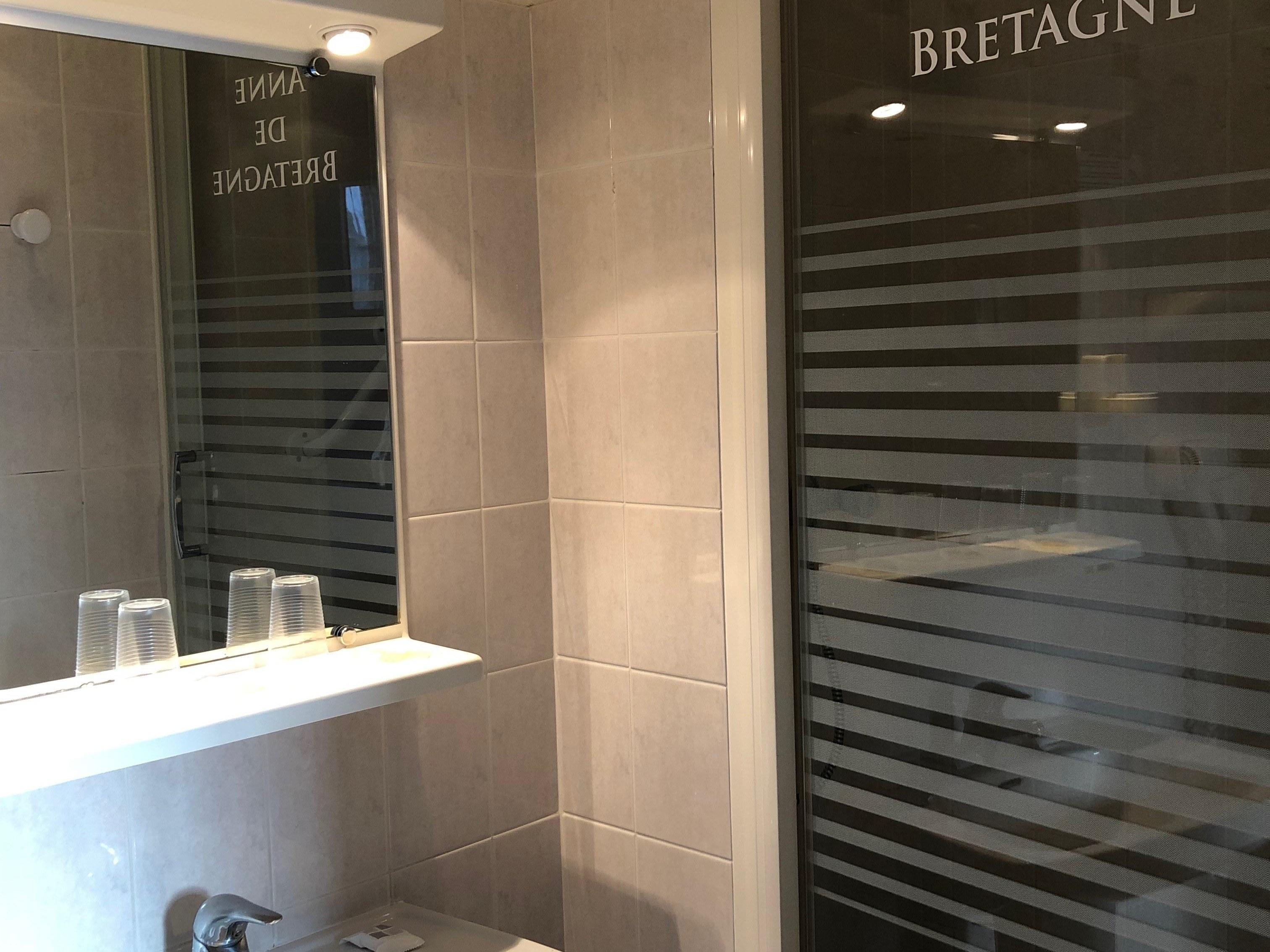 salle de douche = triple