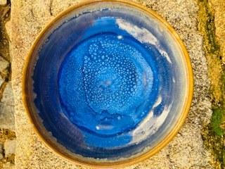 00052  Assiette grès ecuelle creuse blanche bleue