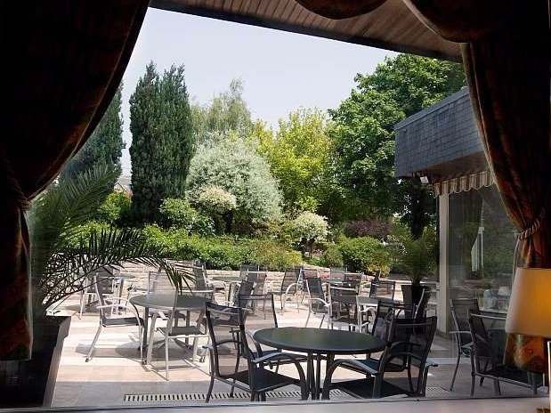 terrasse-la-gouesniere-Restaurant-Maison-Tirel-Guerin