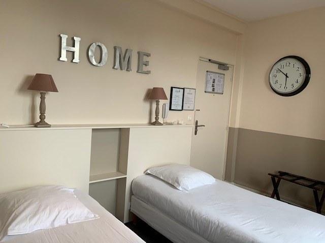 hotel-anne-de-bretagne-blois-centre-ville-chambre-à-2-lits-individuels-douche