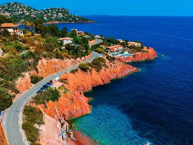 route de la corniche d'or de st raphael à Cannes