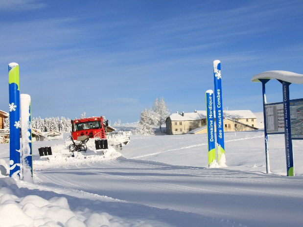 gite-groupe-jura-hiver-haute-combes-camion
