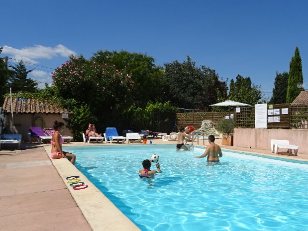 camping l'olivier - nimes - piscine - services