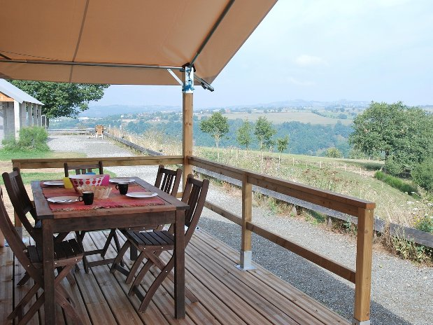 Camping Le Clapastentes lodge veranda