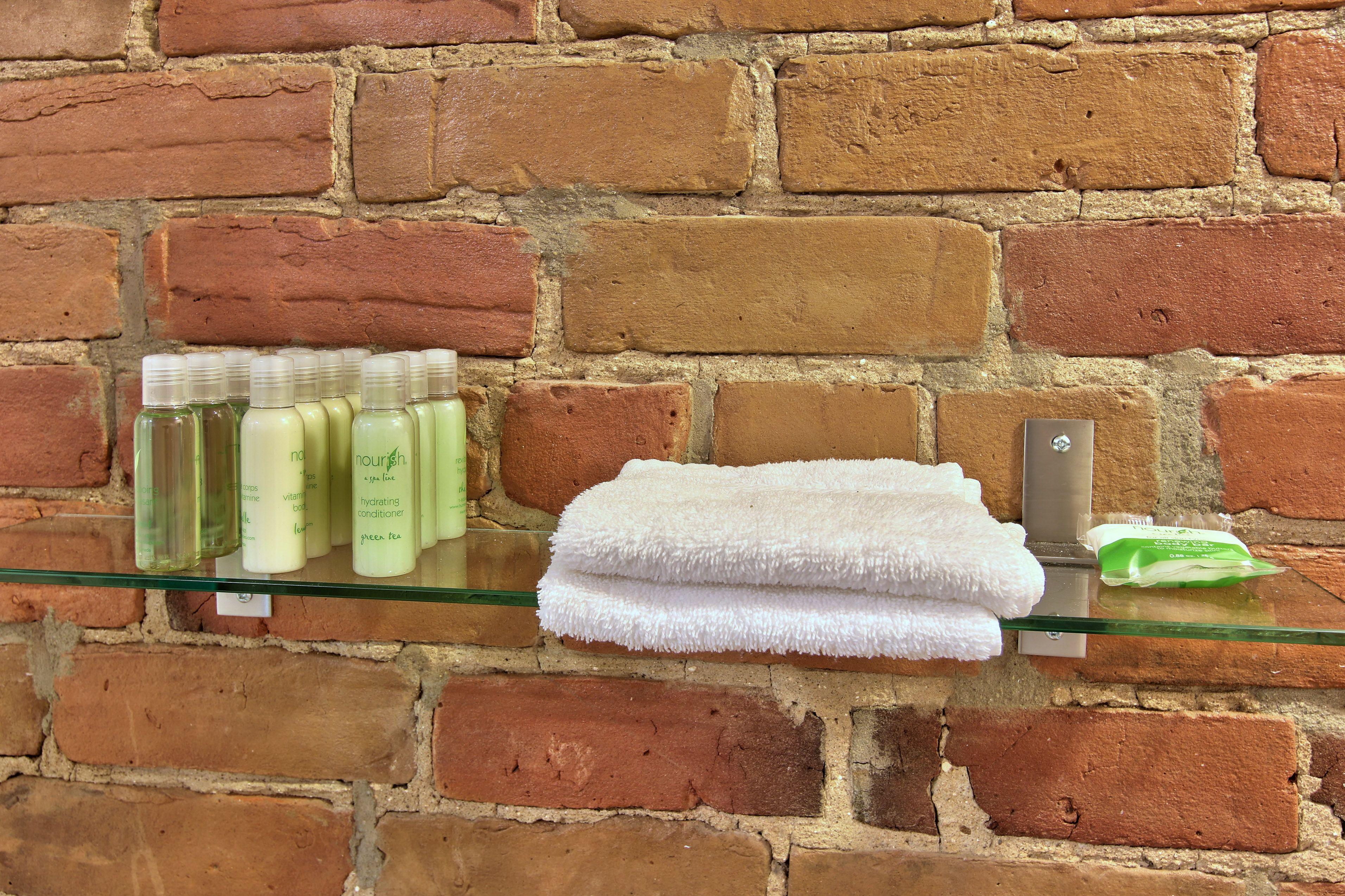 hotel-proche-palais-des-congres-montreal-studio-produits-salle-de-bain