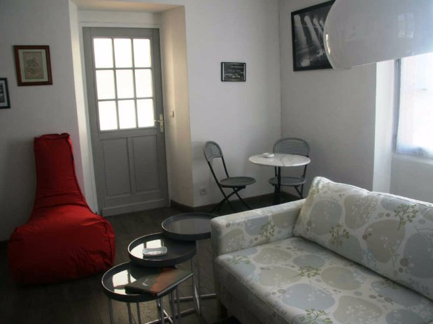 le gîte de la petite gare-hébergement-chambre d'hôtes-garnet-eure et loir-entrée salon