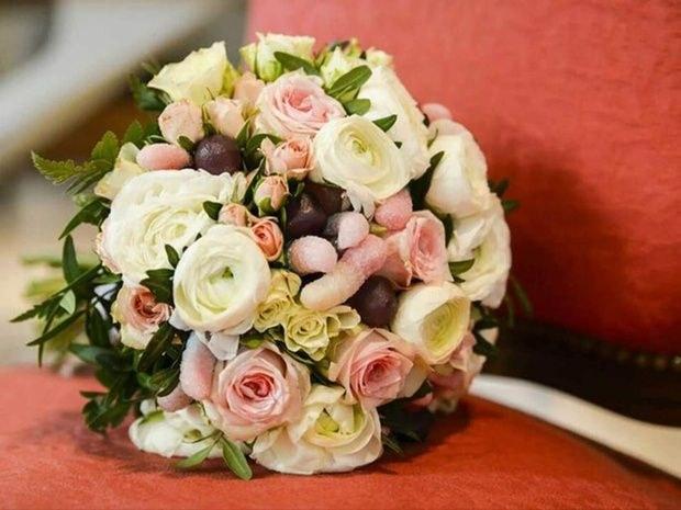 bouquet de roses blanches et roses Au jardin d'Alice à Bourgoin-Jallieu et Nivolas-Vermelle en Isère : boutique de fleurs