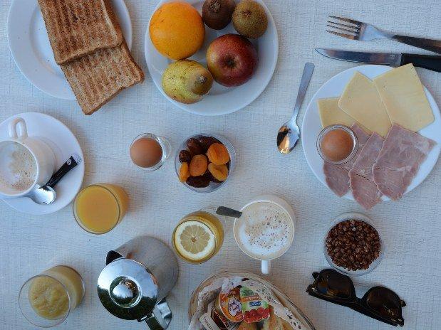 villa-bettina-la-baule-ussim-vacances-petit-dejeuner