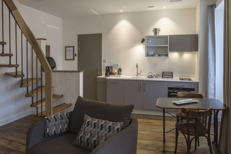 appart-hotel-angouleme-duplex-cote-cour-cuisine-sejour
