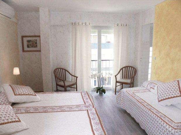 Pr sentation de la chambre reservation de chambres d 39 hotel for Reservation de chambre