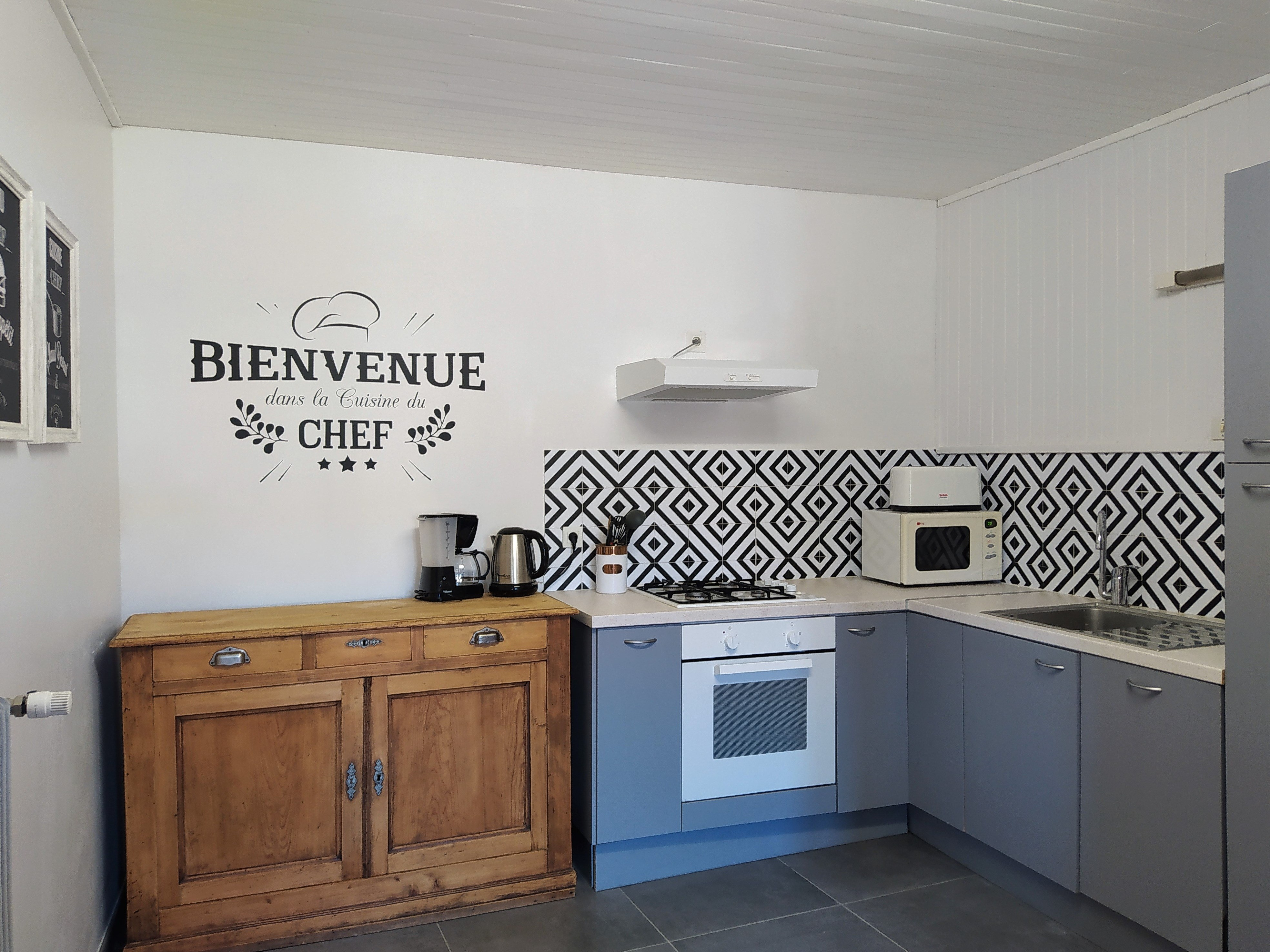 gite-groupe-jura-orangerie-cuisine