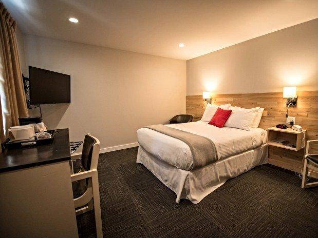 motel colonial 3 toile s motel colonial rimouski. Black Bedroom Furniture Sets. Home Design Ideas