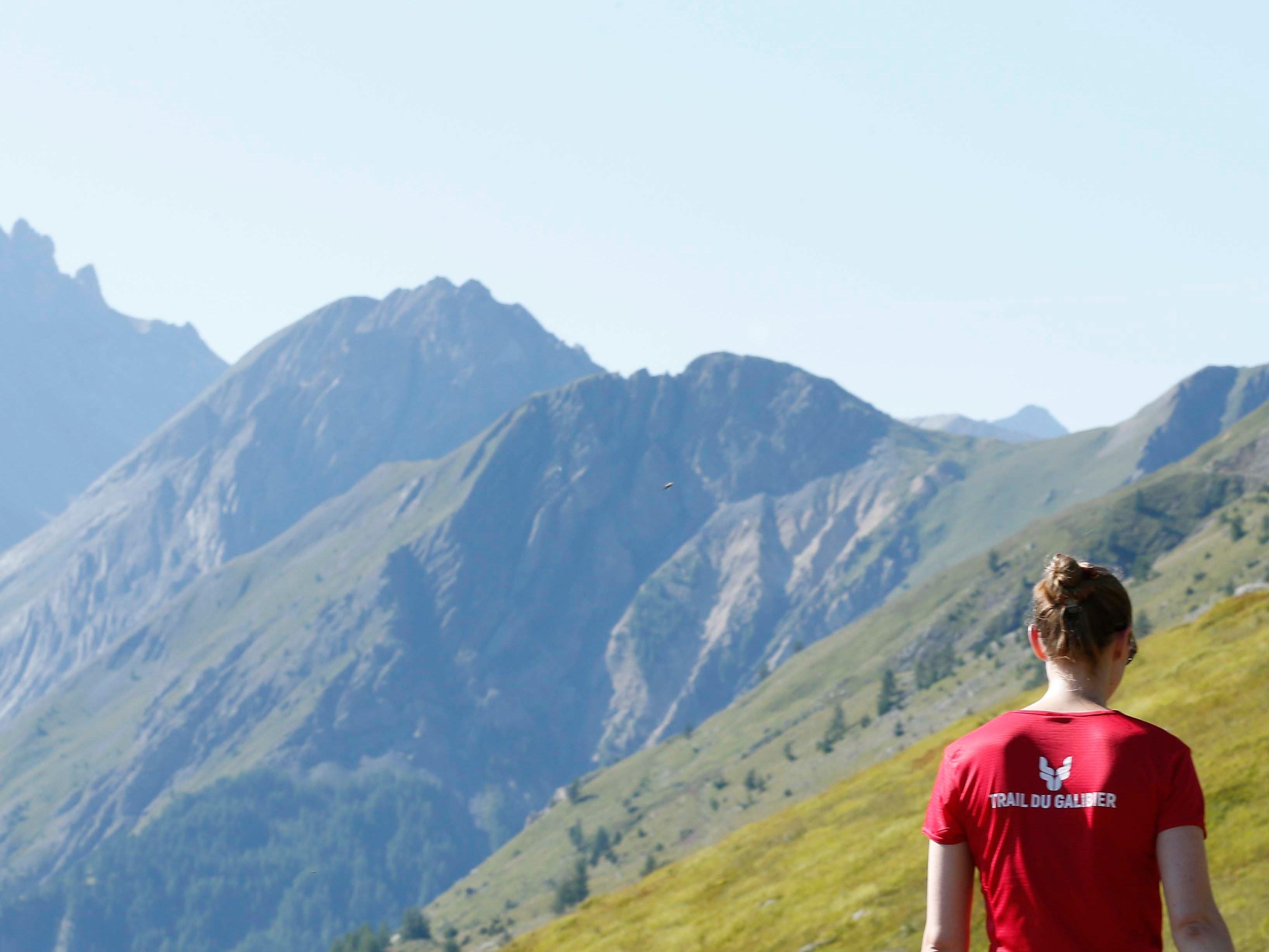 montagne trail de dos