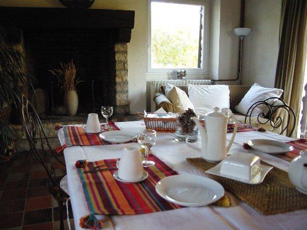 Petit déjeuner grande salle le Clos Joli