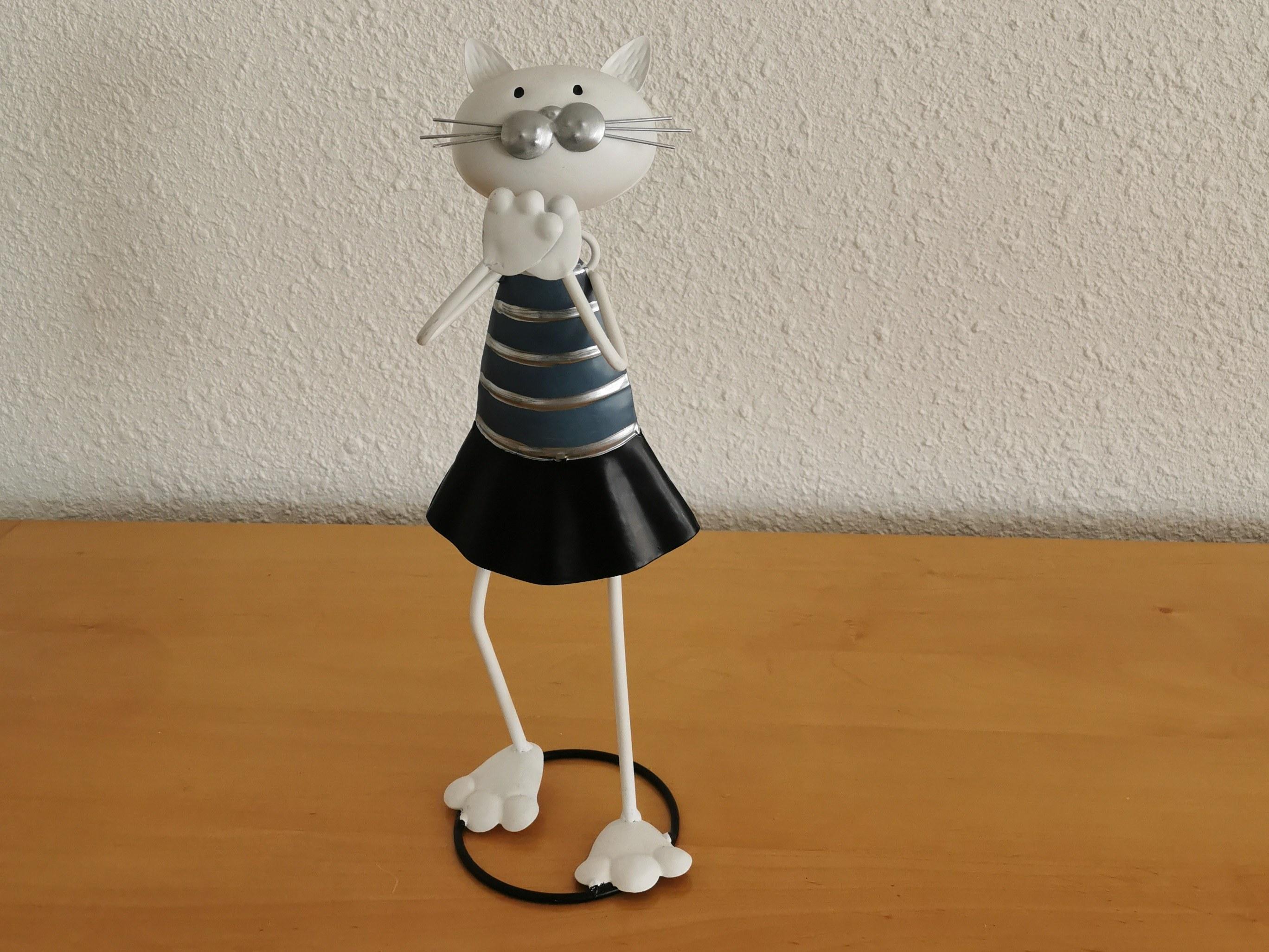 chat métal girly étonnée histoire de fer