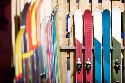 Un local à ski et surtout un accès wifi gratuit dans tout l'hôtel. Sans oublier sa terrasse extérieure pour faire une pause, le temps d'un goûter ou d'un chocolat chaud sur une terrasse avec vue sur pistes.