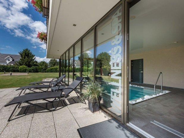 hotel-restaurant-spa-etoile-alsace-piscine-transat