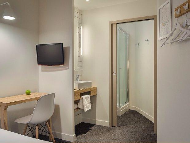 Vue salle de bain Chambre de Robert Hotel Marin Laval