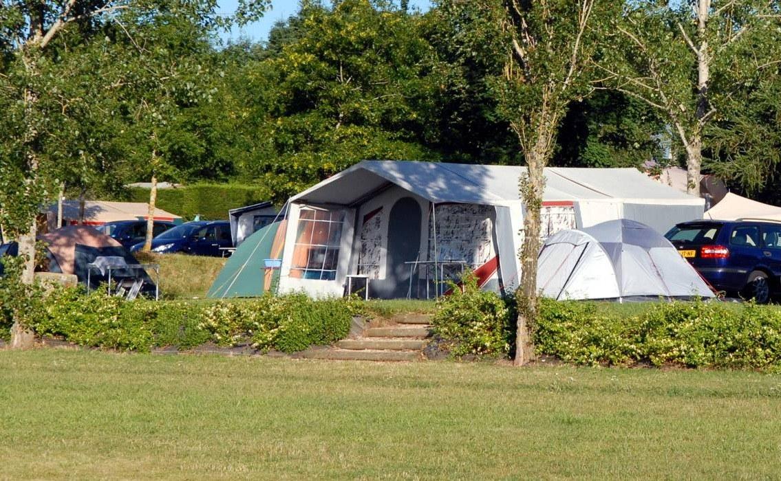 emplacement premium camping familial piscine Aveyron lac de pareloup