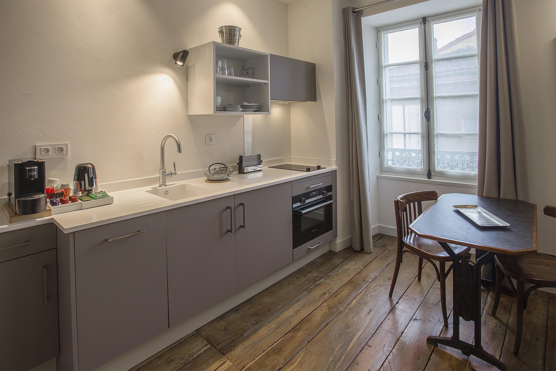 appart-hotel-angouleme-duplex-cote-cour-cuisine