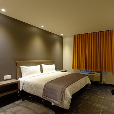 chambre-lit-queen-hotel-laval