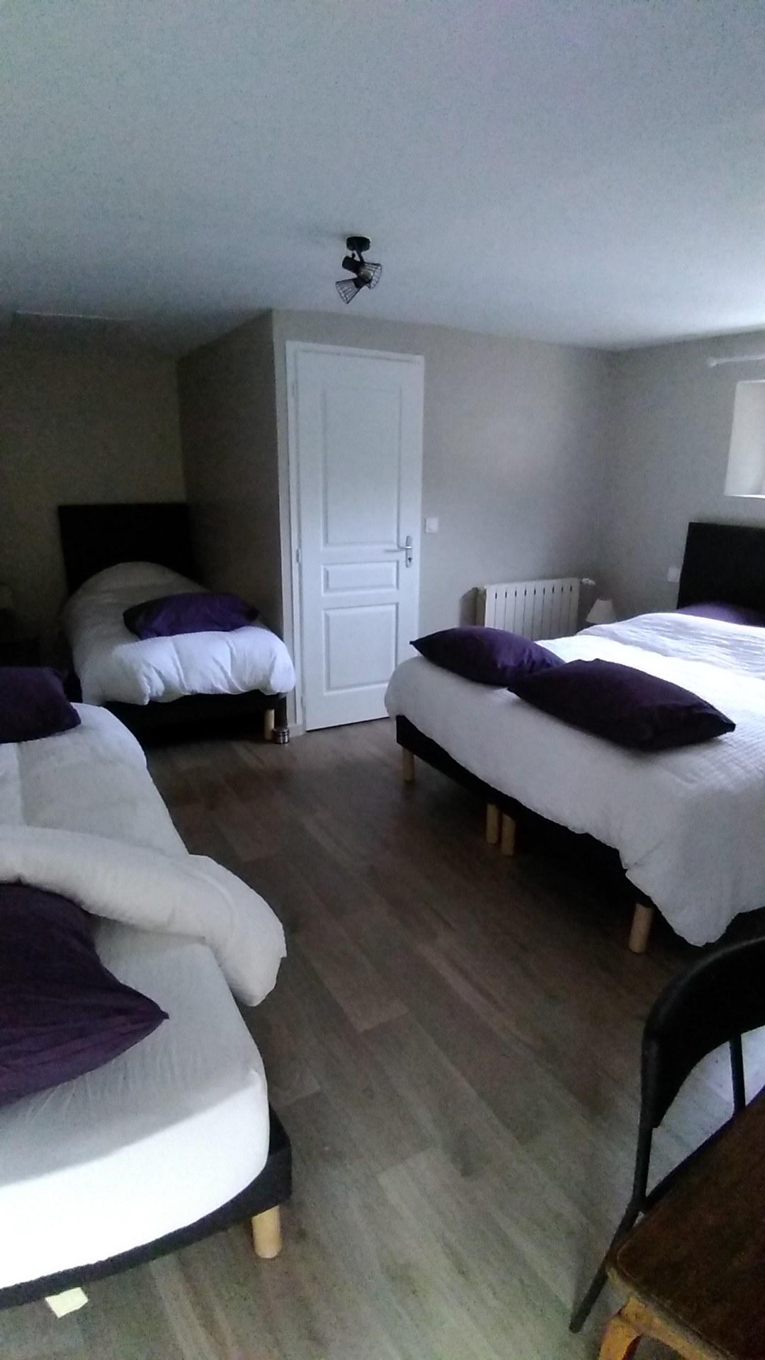 gite-hautvillers-maison-sleeping room 2