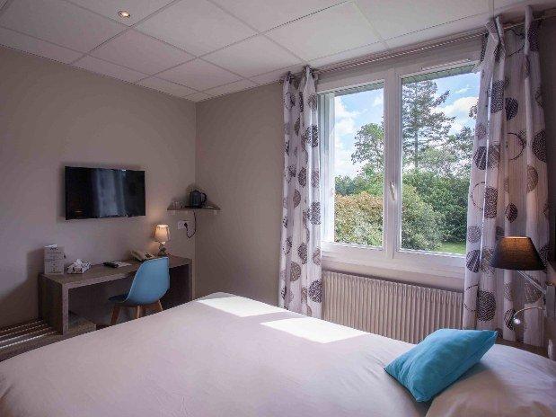cozy-hotel-cosy-d-affaires-Morlaix-chambre-double-rez-de-chaussée-TV-bureau