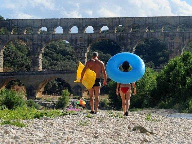 Le Pont-du-Gard et ses baigneurs!