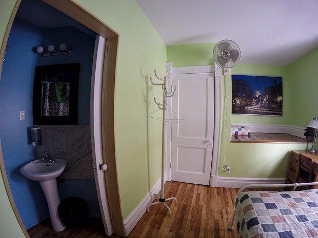 Chambre double avec salle de bain Auberge Gîte du Plateau Mont-Royal