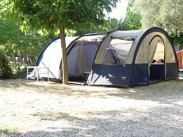 camping l'olivier - nimes - sommieres - emplacements caravanes et tentes