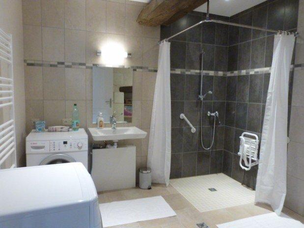 salle de bains rez-de-chaussée gîte moulin val orquaire Touraine
