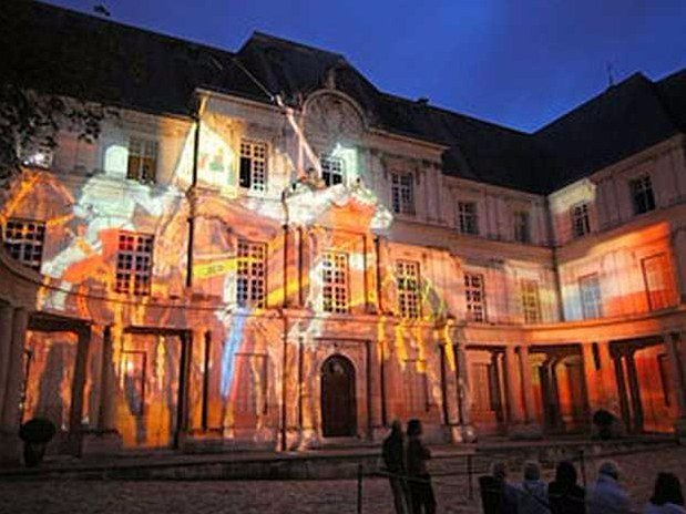 hotel-blois-centre-anne-de-bretagne-son-et-lumiere-sur-monument