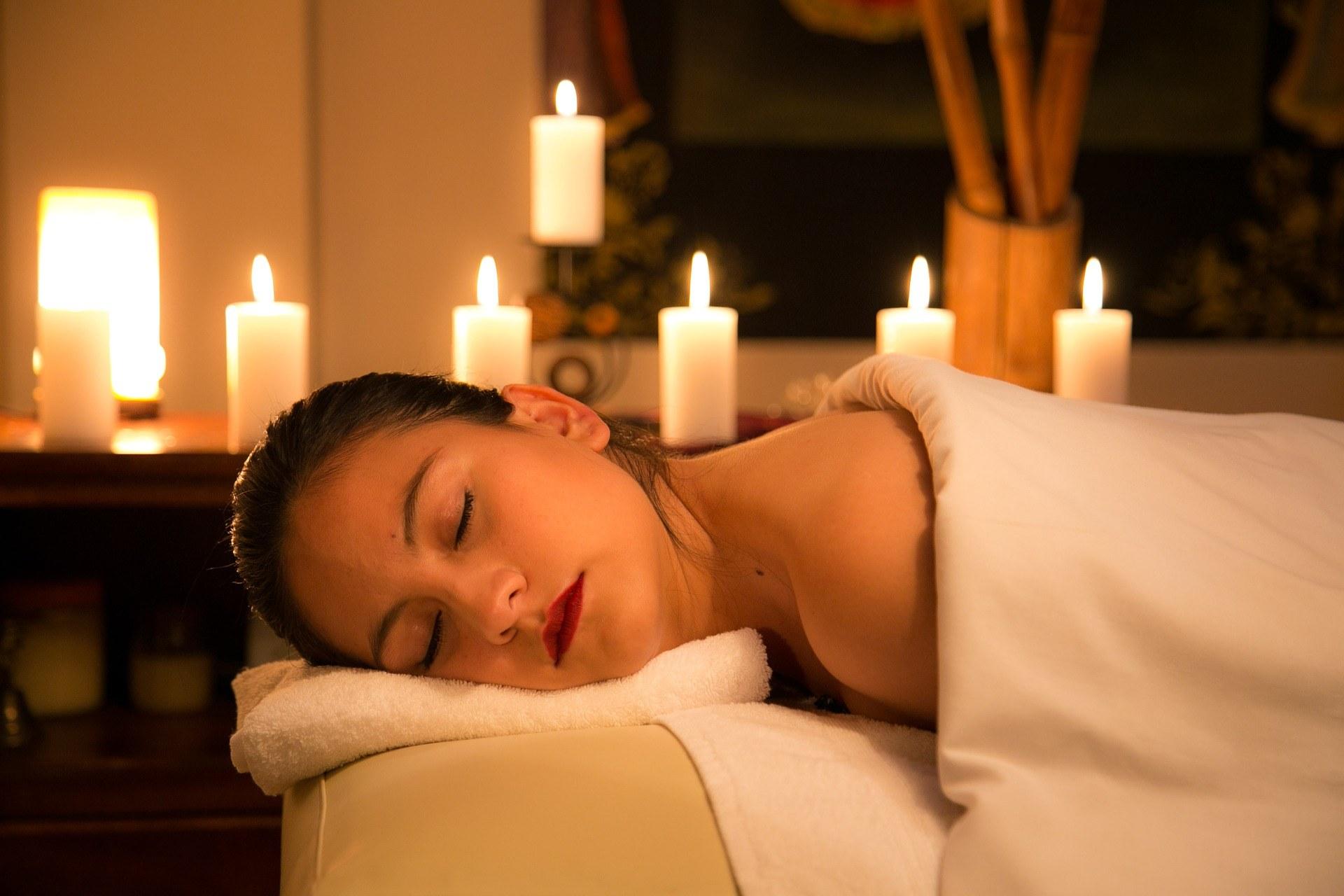 spa-tarn-et-garonne-estheticienne-beaumont-detente-massage-femme-bougie