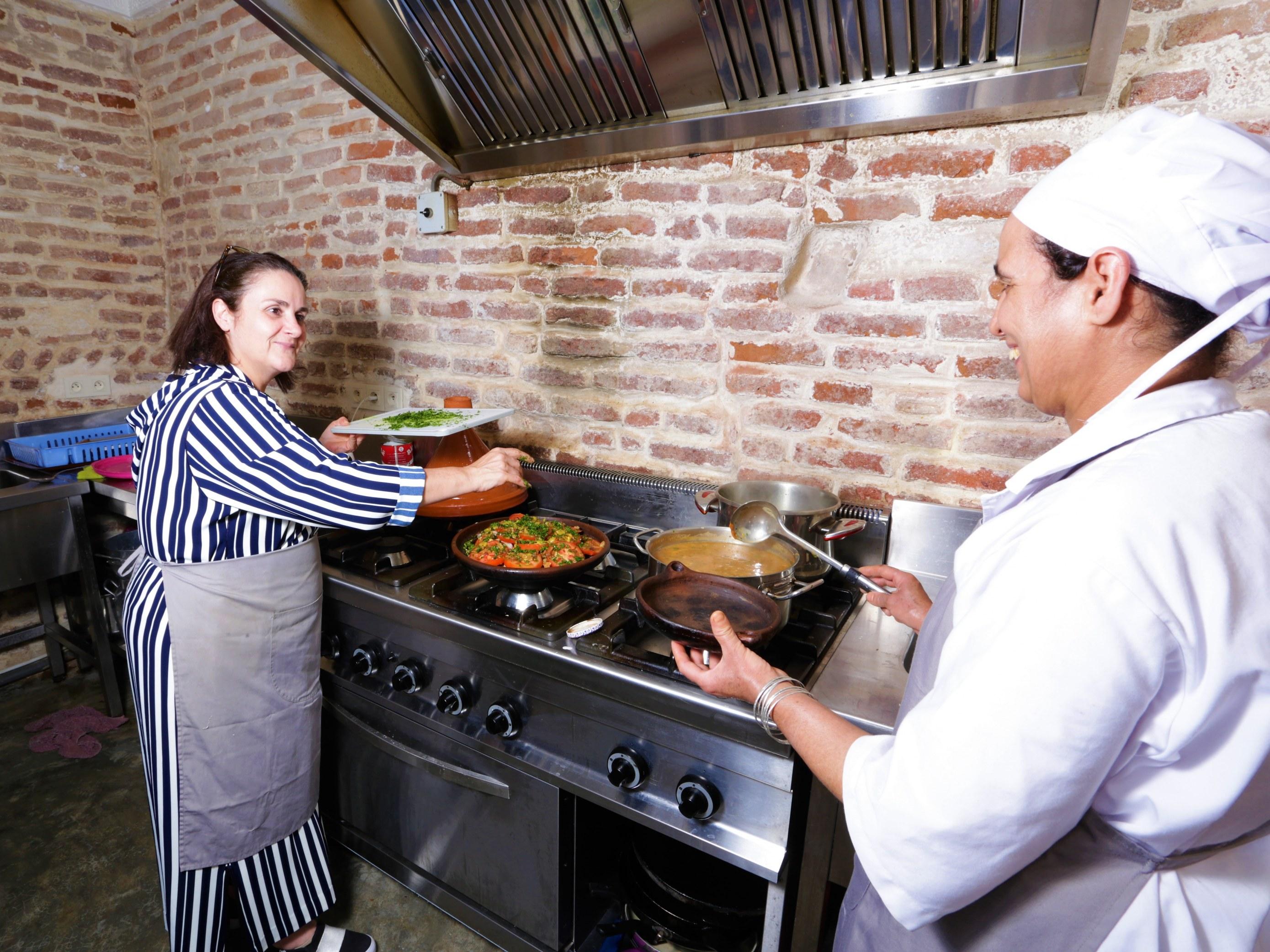 restaurant-marocain-marrakech-cuisine-preparation-diner-cuisinier