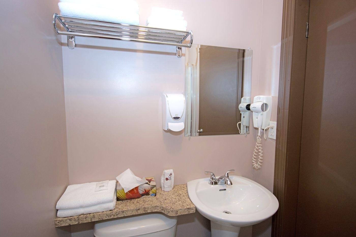 hotel-chapais-chambre-lit-3