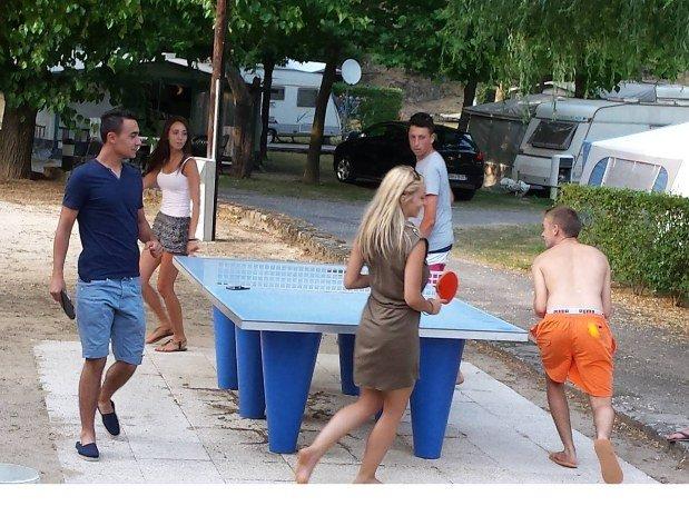 ping pong camping de retourtour 4 etoiles ardeche riviere piscine