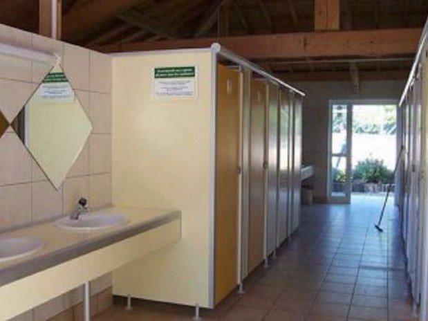 sanitaires camping de retourtour 4 etoiles ardeche riviere piscine